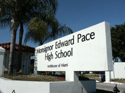 Monsignor Edward Pace High School (41838 bytes)